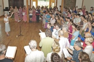 Every morning, Juliane Weeks leads the entire program in singing. We tune ourselves to the tone of the day and learn to sing beautiful music. This morning song helps unite our various courses into an experience of a living community.