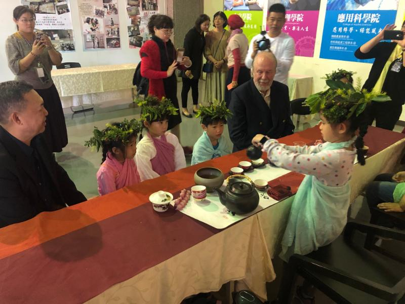 Children from the Waldorf school in Taiwan performing the timeless tea ceremony. The child standing is the daughter of Da-Yung Wang, the founding chancellor and current president of the MingDao University, pictured left.